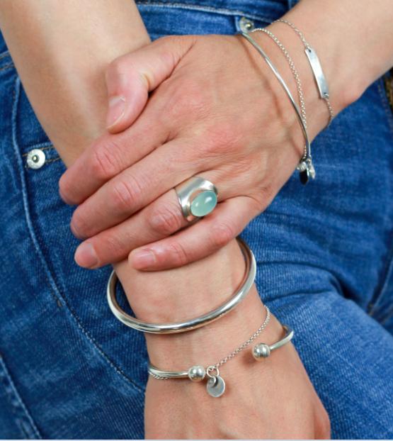 Armbänder und Ringe